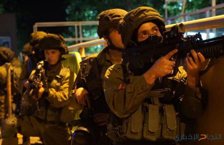 الاحتلال يشن حملة اعتقالات ومداهمات بالضفة