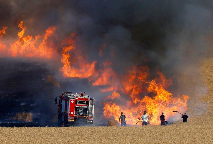 27 حريقًا في البلدات المحتلة والمستوطنات المحيطة بغزة بفعل الطائرات والبالونات الحارقة