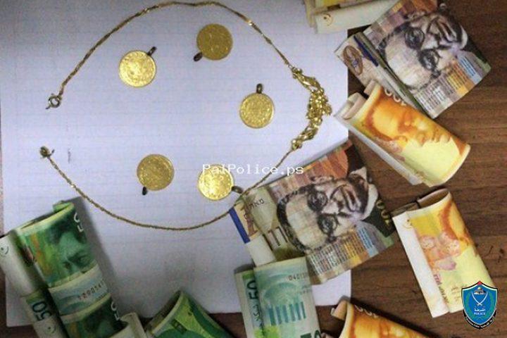 كشف ملابسات سرقة مبلغ مالي ومصاغ ذهبي في الخليل