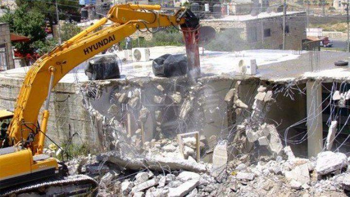الاحتلال يشرع بهدم وتجريف مشاتل ومنشآت في حزما شمال شرق القدس