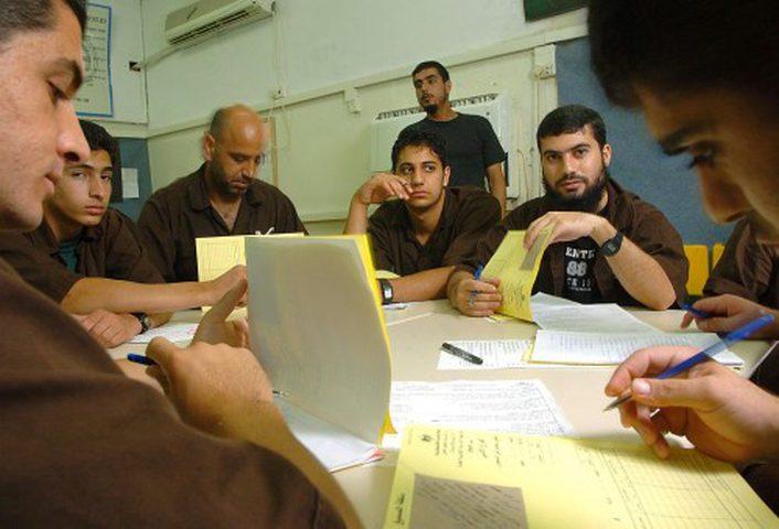 قراقع: إصرار الأسرى على مواصلة التعليم إنجاز وطني