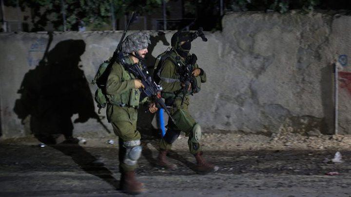 الاحتلال يعتقل 16 مواطنا ويزعم عثوره على قطعتي سلاح