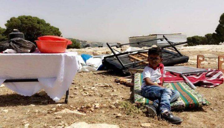 الاحتلال يفكك مسكناً لعائلة الحمامدة جنوب الخليل ويصادره