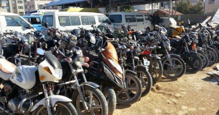 ضبط مركبات خاصة تنقل بالأجرة ودراجات غير قانونية في جنين