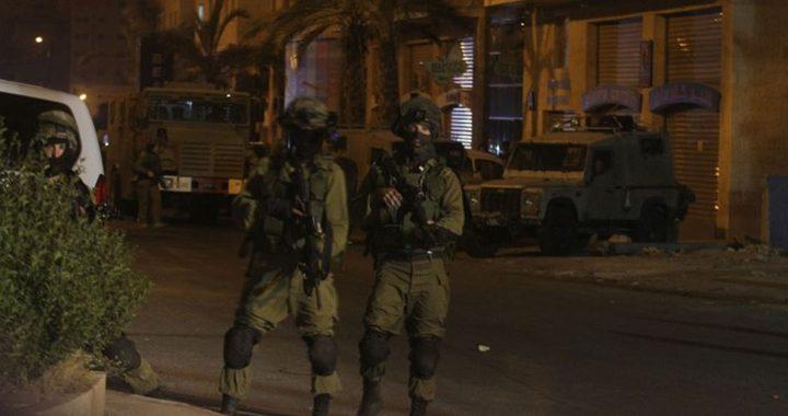قوات الاحتلال تحتجز مئات المواطنين على حاجز جنوب جنين