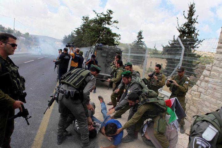 الاحتلال يقمع وقفة احتجاجية ضد الاستيلاء على أراض