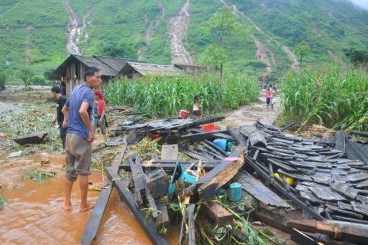 مصرع 15 شخصا جراء سيول وانهيارات أرضية في فيتنام