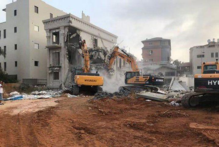 جرافات الاحتلال تهدم منزلين في جلجولية
