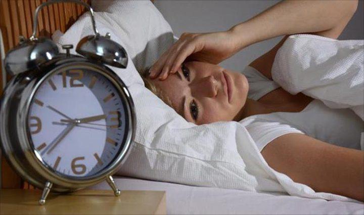 الاستيقاظ المنتظم من النوم ليلا يعرض حياتك للخطر!