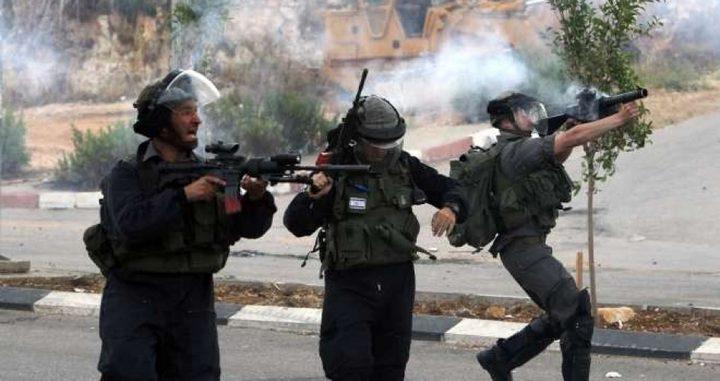 إصابات بالاختناق خلال مواجهات مع الاحتلال في بيت أمر