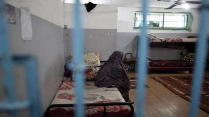 """أسيرتان في معتقل """"الدامون"""" تشتكيان تعمد اهمال أوضاعهما الصحية"""