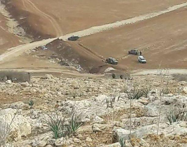 الاحتلال يقتحم الرأس الأحمر بالأغوار ويصادر مركبتين