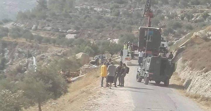 الاحتلال ينصب كرفاناً بمحاذاة معسكر للجيش في الخليل