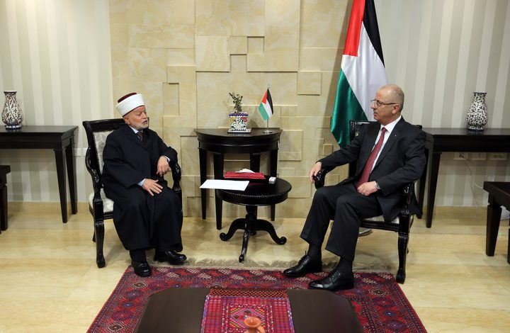 الحمد الله يستقبل مفتي القدس والديار الفلسطينية ويطلع على اخر التطورات