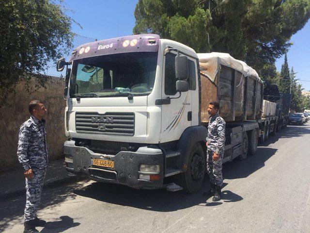 ضبط شاحنة إسرائيلية محملة بنفايات صلبة في بيت لحم