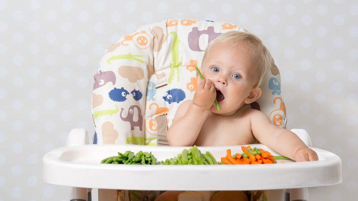 الأطعمة غير السائلة تساعد الرضع على النوم لفترات أطول