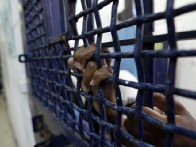 """الأسير """"رجائي عبد القادر"""" يعلن الإضراب عن الطعام"""