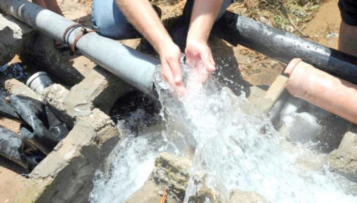 هدم نفق لسرقة المياه في بيت عوا