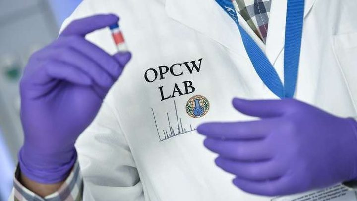 """روسيا تدعو بريطانيا لتوضيح طبيعة ما يجري في مختبر """"بورتون داون"""" الكيميائي"""