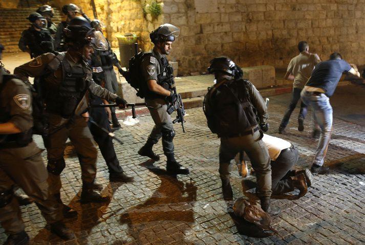 إصابة شاب برصاص الاحتلال واعتقال آخر