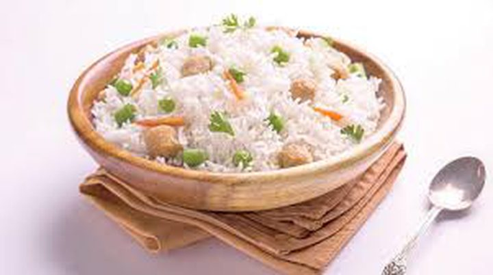 خبراء يحذرون من أخطاء خطيرة في طهي الأرز وحفظه