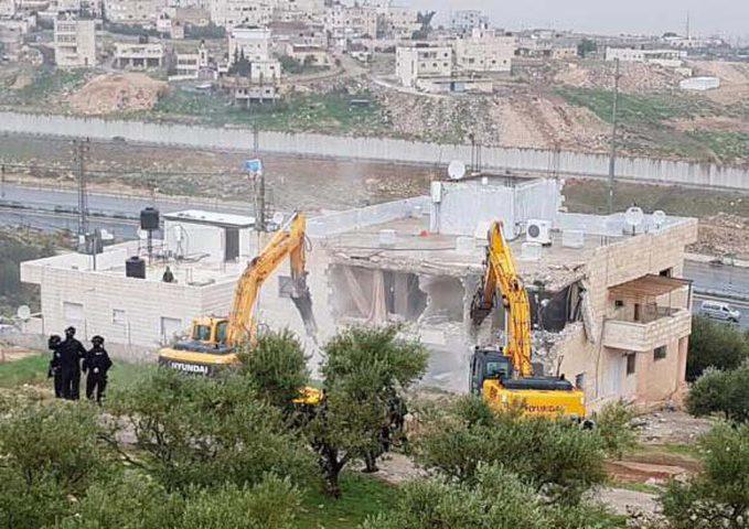 """الاحتلال يستولي على منزل متنقل """"كونتينر"""" في حي شعفاط"""