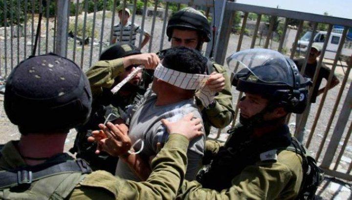 الاحتلال ينكل بأسرى وقاصرين لحظة اعتقالهم