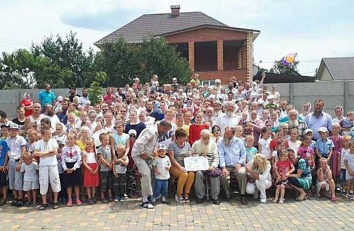 تعرف على الأوكراني صاحب أكبر عائلة في العالم