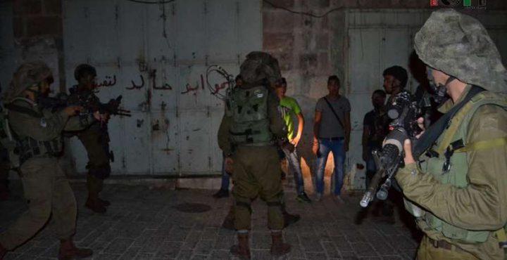 الاحتلال يعتقل مواطناً بعد مداهمة منزله