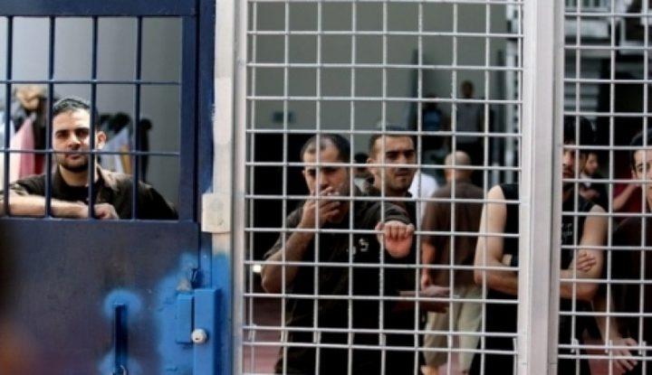 8 أسرى يدخلون أعواماً جديدة في سجون الاحتلال