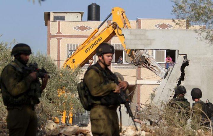 جرافات الاحتلال تهدم منشأتين جنوب نابلس