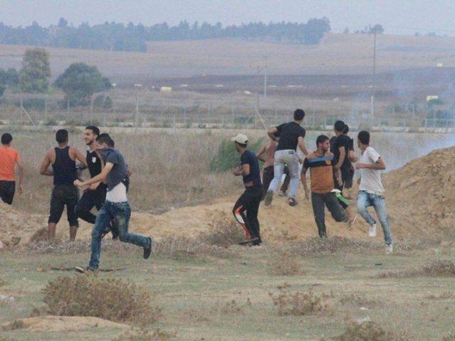 إصابتان باستهداف الاحتلال مواطنين شرق غزة