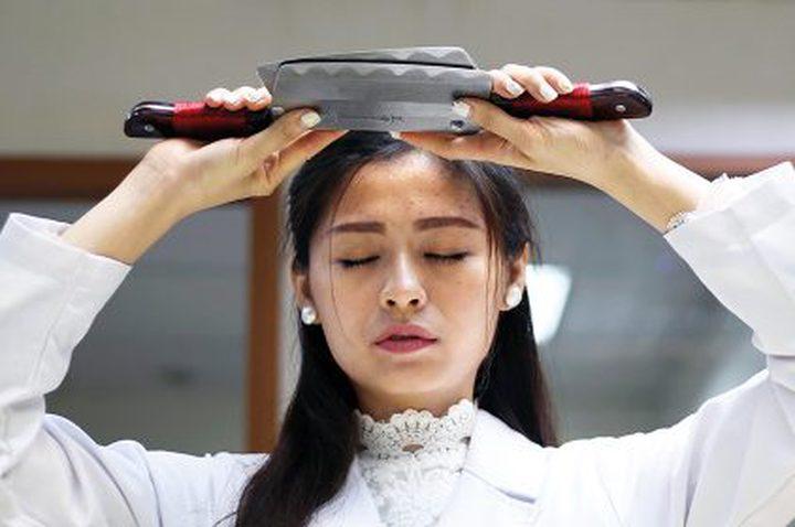 التدليك بالسواطير تقليد صيني لطرد الأمراض