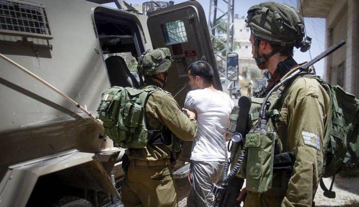 الاحتلال يعتقل مواطنين من مخيم الجلزون
