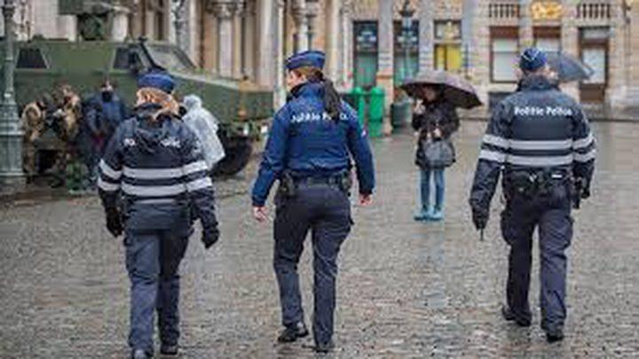 وقف شرطيتين عن العمل والسبب!