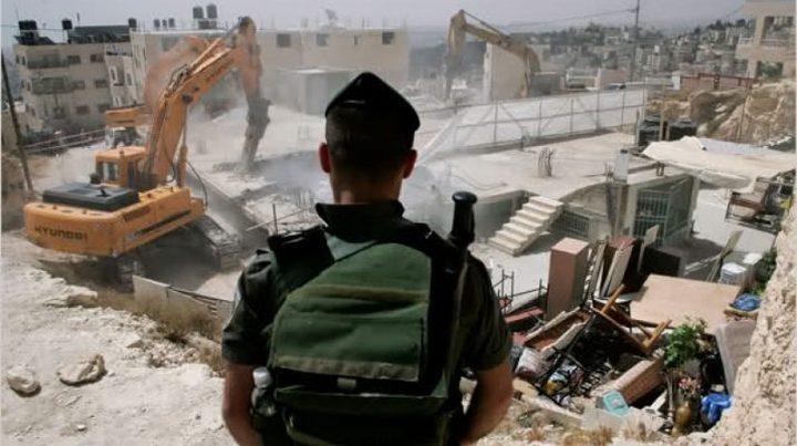 الاحتلال يهدم سوراً بحي جبل الزيتون