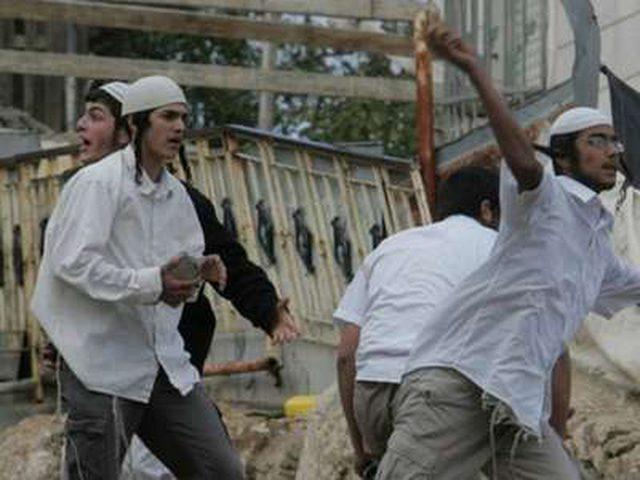 مستوطنون يهاجمون منازل المواطنين في الحارة الفوقا