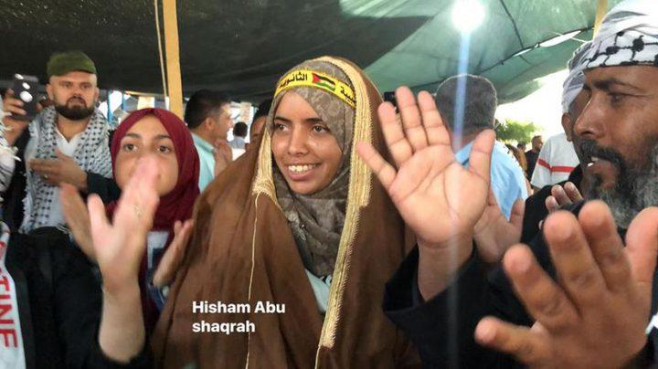 الرئيس يهاتف الأسيرة المحررة سارة أبو داهوك