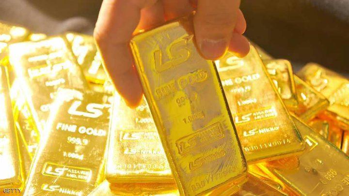 الذهب يسجل أدنى مستوياته في عام