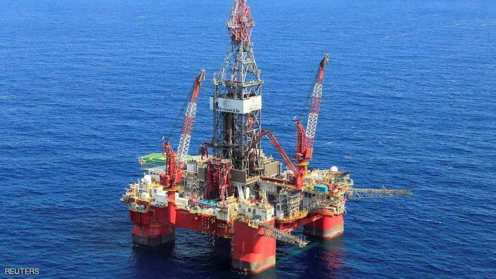 النفط يتراجع مع ارتفاع المخزونات الأمريكية
