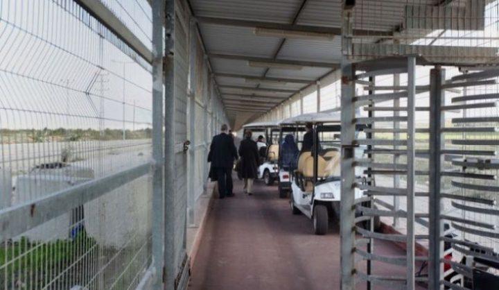 قوات الاحتلال تعتقل تاجرًا على حاجز بيت حانون