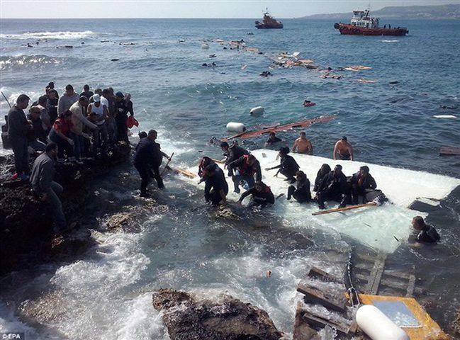 غرق مركب قبالة سواحل قبرص ومصرع 17 مهاجرا