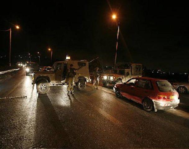 قوات الاحتلال تحتجز المركبات شرق نابلس