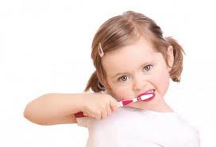 كيف تهتمين بأسنان طفلك؟