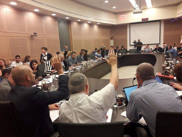 """إسرائيل تمرر القانون """"المثير للجدل"""""""
