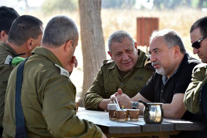 ليبرمان يجري مشاورات بشأن التطورات في الجنوب وغزة