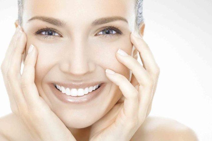 خلطات سحرية لتنظيف بشرتك الجافة والحساسة