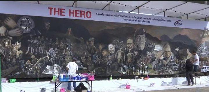 """فنانون يشاركون برسم لوحة جدارية لـ""""فتية الكهف"""""""