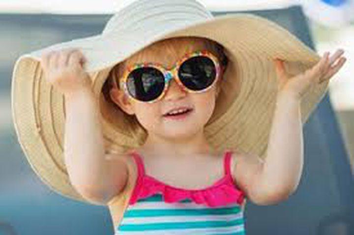 كيف تحافظين على بشرة طفلك من حروق الشمس؟