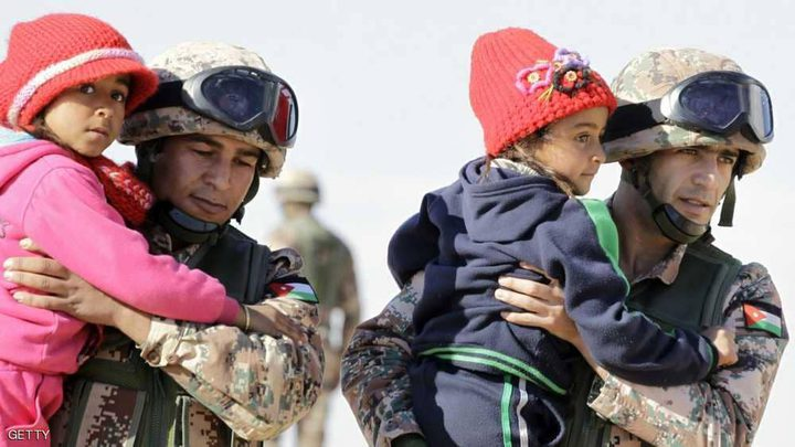 الأردن يسمح بمرور 800 لاجئ سوري